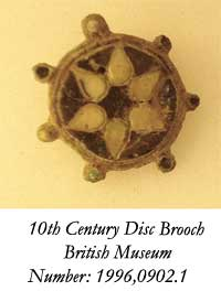disc-brooch